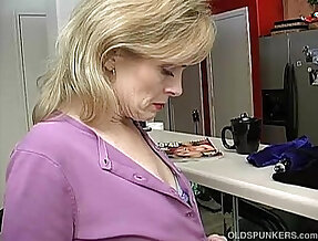Super sexy mature lady is so horny she has to masturbate
