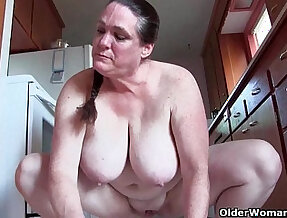 Granny with tits cleaning the kitchen naked