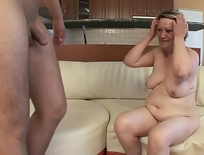 OLD HOUSEWIFE FUCKS herself WITH a YOUNG BOY !!