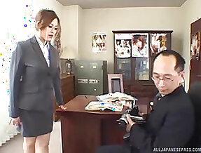 Secretary Yui Aoyama drops on her knees to pleasure her boss