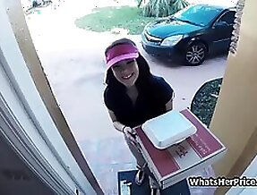 Pizza delivery chick makes some extra for cash
