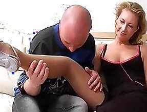Mature in pantyhose gets a DP by younger men
