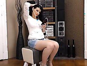 Hot babe posing ...