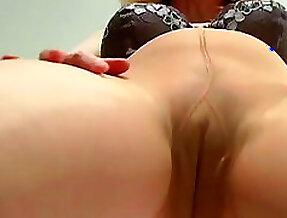 Mature masturbates through her pantyhose